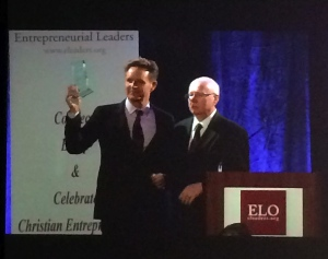 Mark Burnett receiving Entrepreneurial Leader Award from Geoff Tunnicliffe