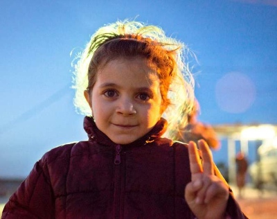 A young Syrian refugee flashes the victory sign near the Jaber border crossing. © UNHCR/Jared J.Kohler