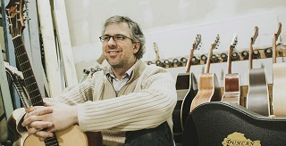 guitar virtuoso trace bundy s concert will raise awareness for duncanafrica church for vancouver. Black Bedroom Furniture Sets. Home Design Ideas