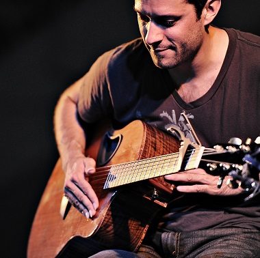 Trace Bundy will be playing on the North Shore this Saturday. His concert will focus attention on the work of DuncanAfrica Society, which produces guitars in Africa.