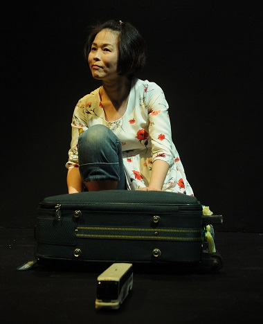 Maki Yi has taken a long journey from her native South Korea to Vancouver; 'Suitcase Stories' give a dramatic account of her experiences in Canada.